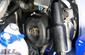 ヘッドライトバルブ 防止用ゴム 取り付け後