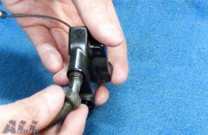 スロットルワイヤー スロットルハウジング 固定ナットを締め付ける