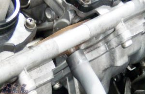 キャブレター 燃料ホース ホースクリップ 取り外し2