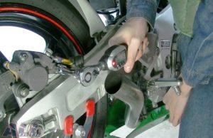 リアブレーキキャリパー固定ボルト トルク管理4