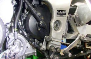 フロントスプロケットカバー スピードメーターギアボックス 固定ボルト 取り外し2
