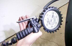 タイヤゲージ 空気圧 表示