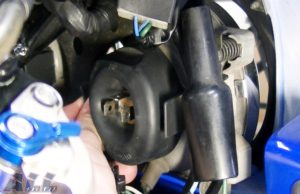ヘッドライトバルブ 防止用ゴム 取り付け