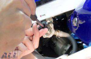 燃料コックレバー 固定ネジ 取り付け