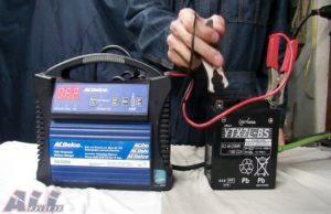 バッテリー 充電器 マイナス 取り外し