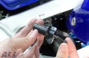燃料コックレバー 固定ネジ 挿入