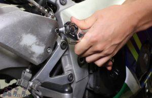 ブレーキマスター 固定ボルト 緩める