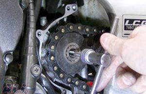 フロントスプロケット 固定ボルト穴 タップ