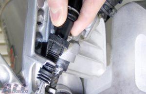 リアブレーキランプスイッチ 調整ナット 回転2